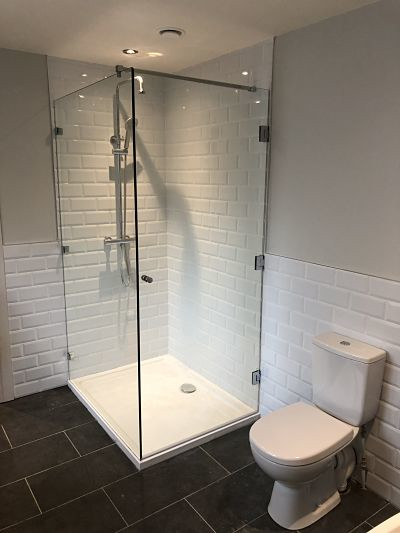 shower enclosure with door